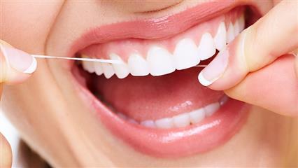 طرز صحیح استفاده از نخ دندان